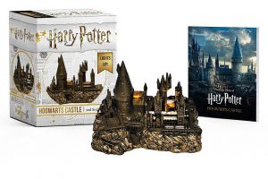Harry Potter: Miniature Hogwarts Castle and Sticker Book