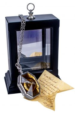 Harry Potter: 'Mortal Once More' Replica Horcrux Locket Display